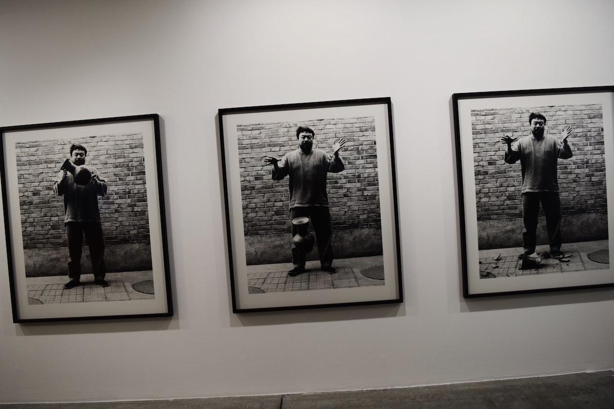 La Maison Rouge Après Eden - Ai Weiwei, Dropping a Han Dynasty Urn