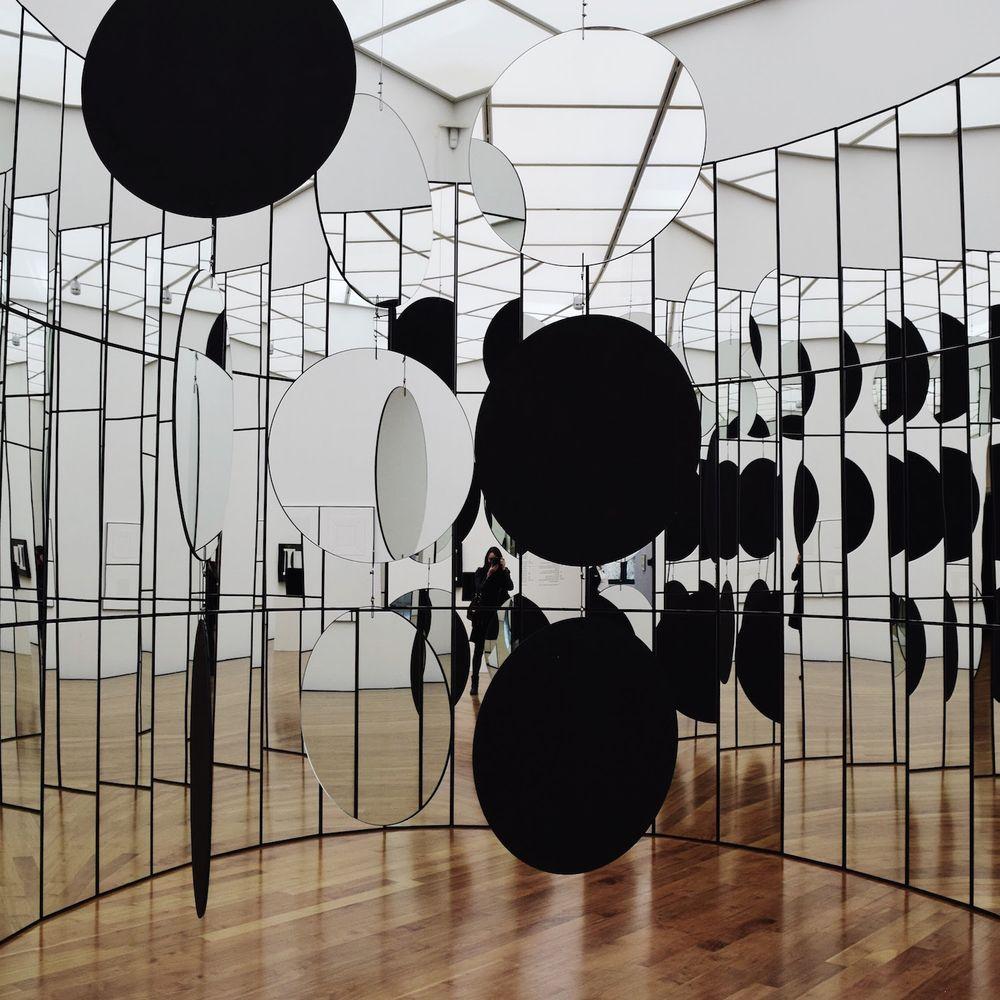 Zero-Raum Mirror Wall