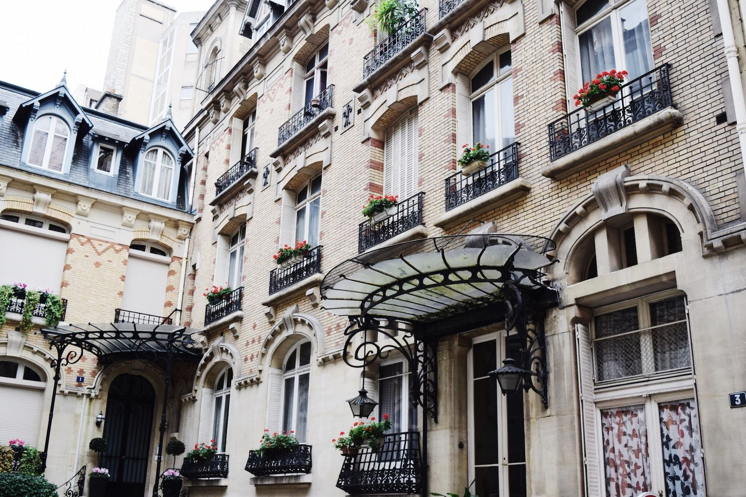 Flowers in Paris / Architecture