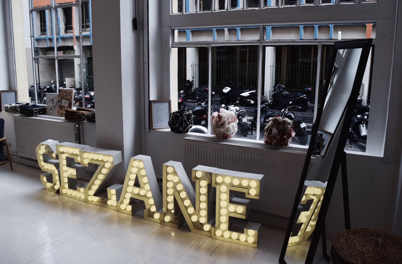 Sézane Sign