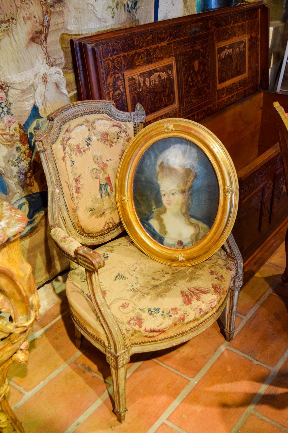 Antique Chair and Painting For Sale In L'Isle-Sur-La-Sorgue