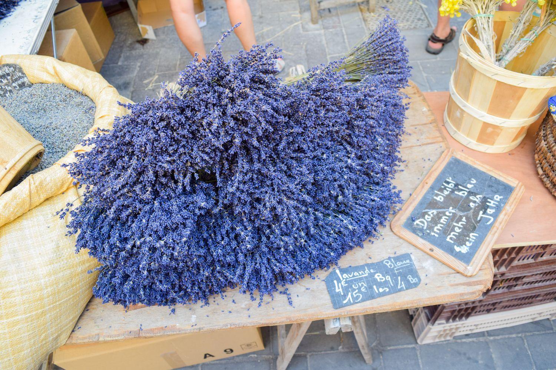 Lavender Market In L'Isle Sur La Sorgue