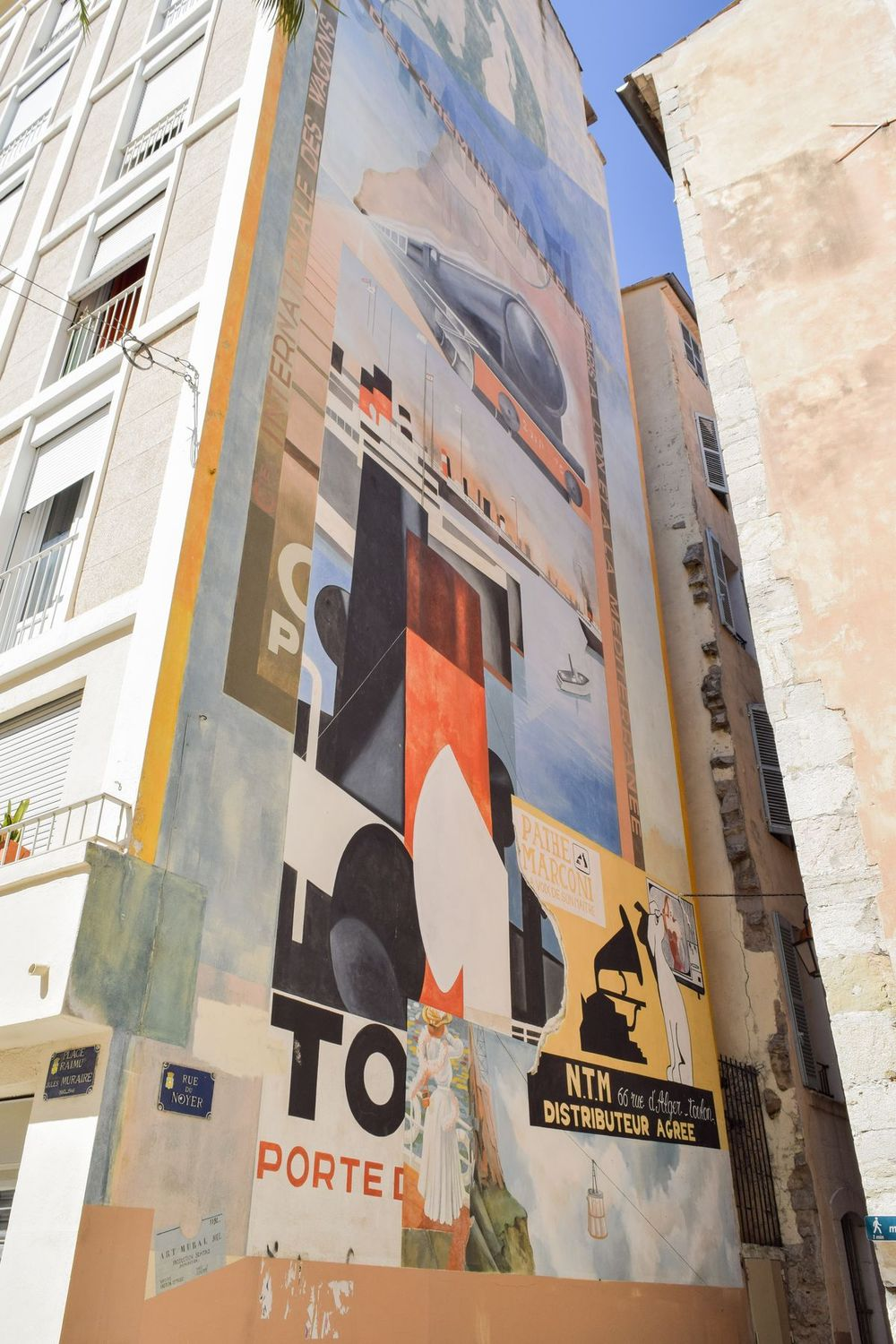 Enormous wall mural in Old Town Toulon, France