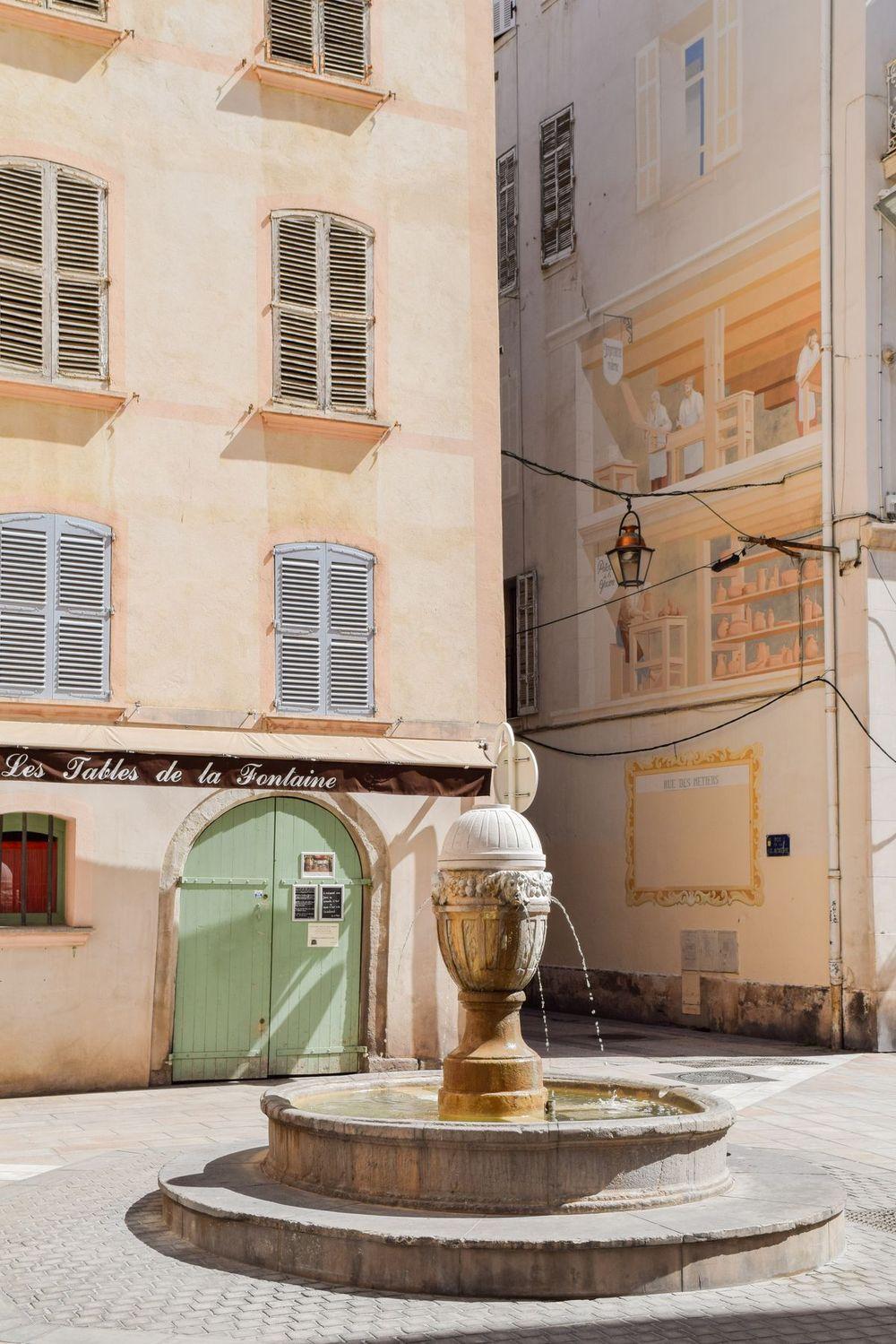 Trompe l'oeil Building near Les Tables de la Fontaine, Toulon, France