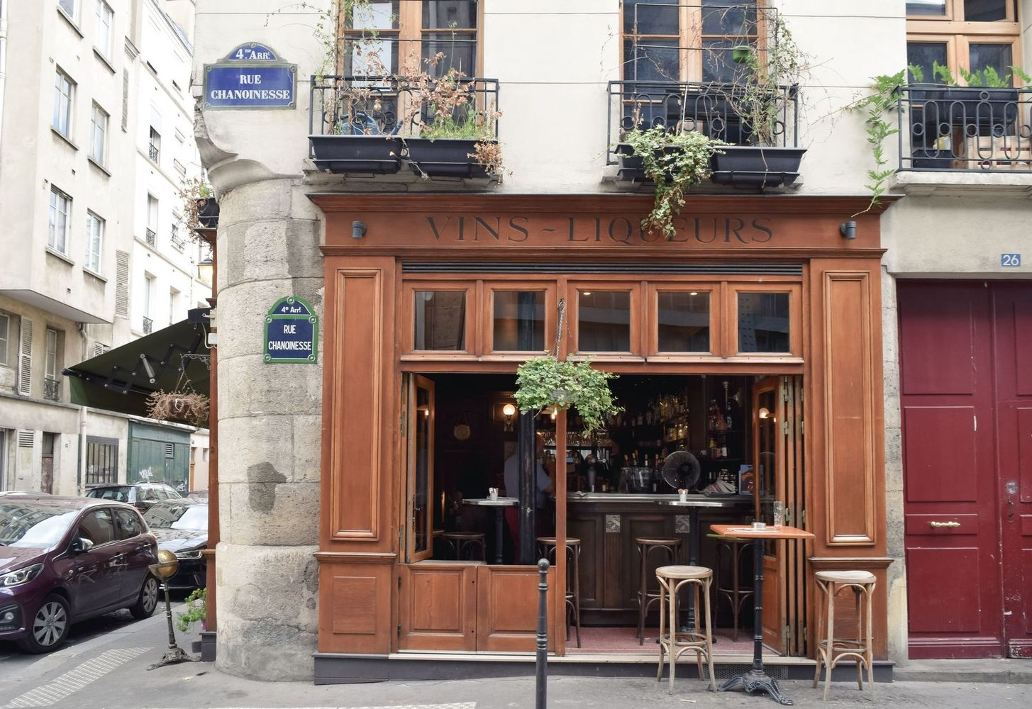 Small wine bar on Île de la Cité, Paris