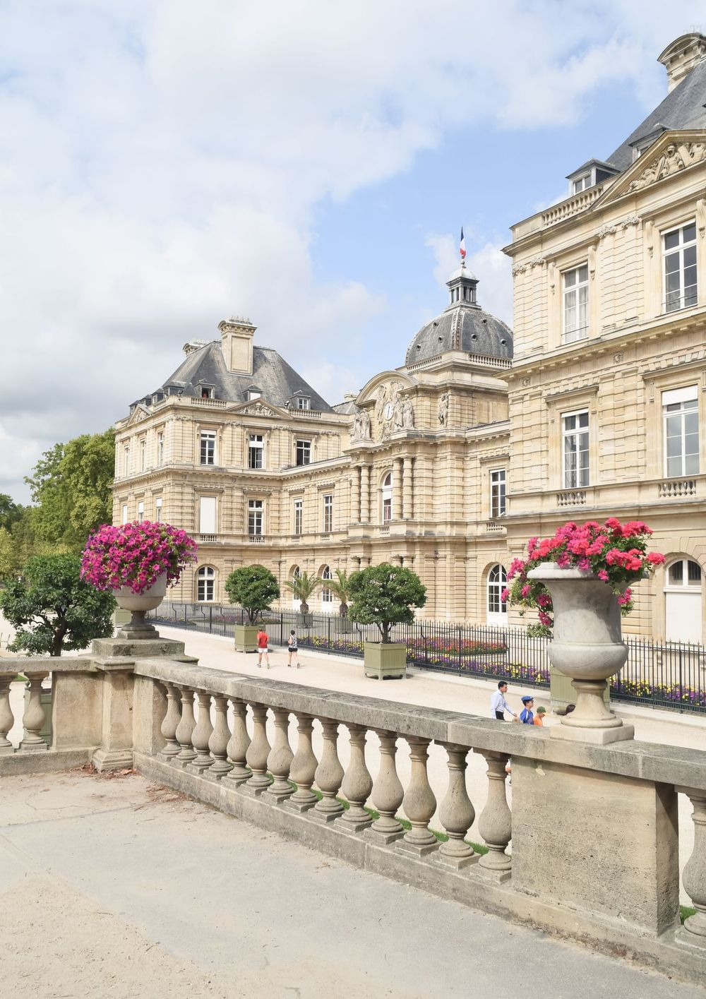 Things to do in the Luxembourg Gardens – See the Palais Du Luxembourg, Paris