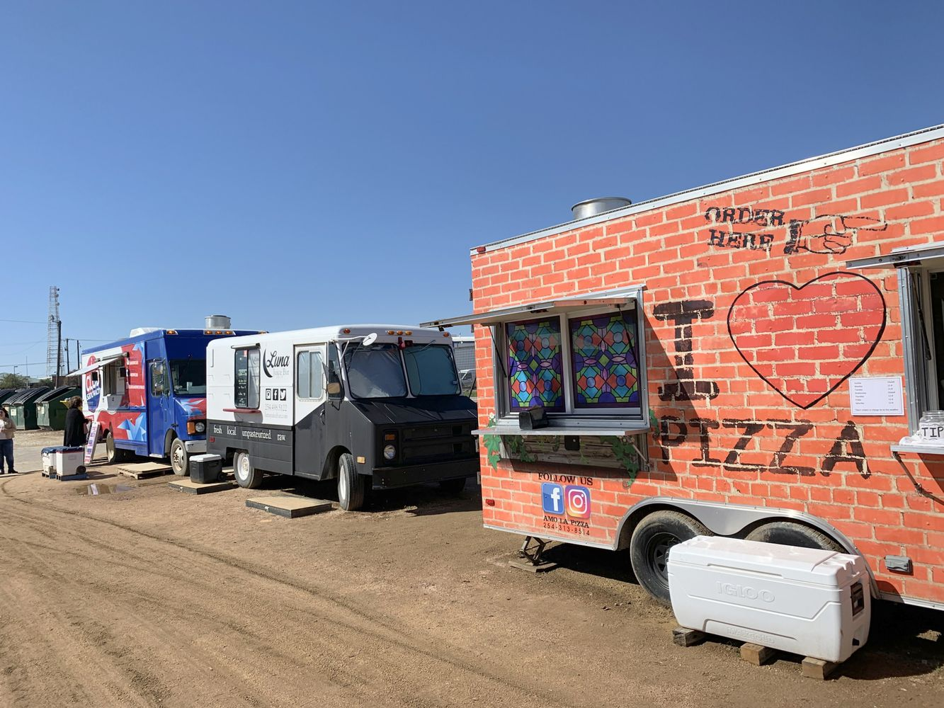 Food Trucks lined up at Magnolia Market