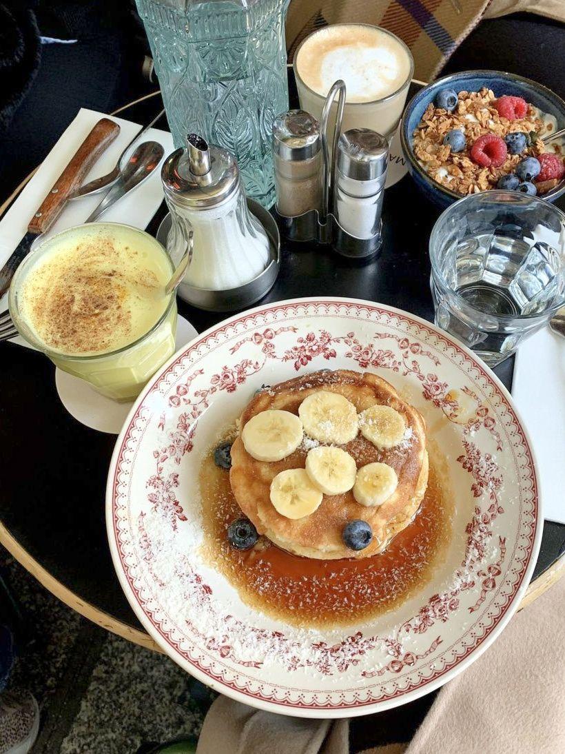 Banana pancakes brunch with a golden latte, Maison Sauvage, Paris