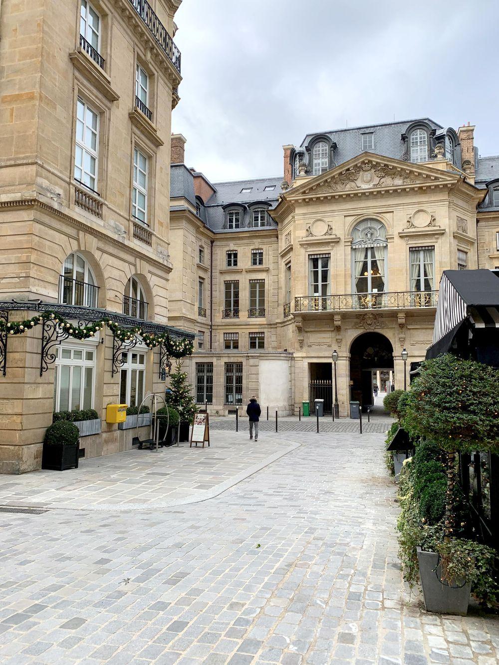 Place de Valois 75001 Paris